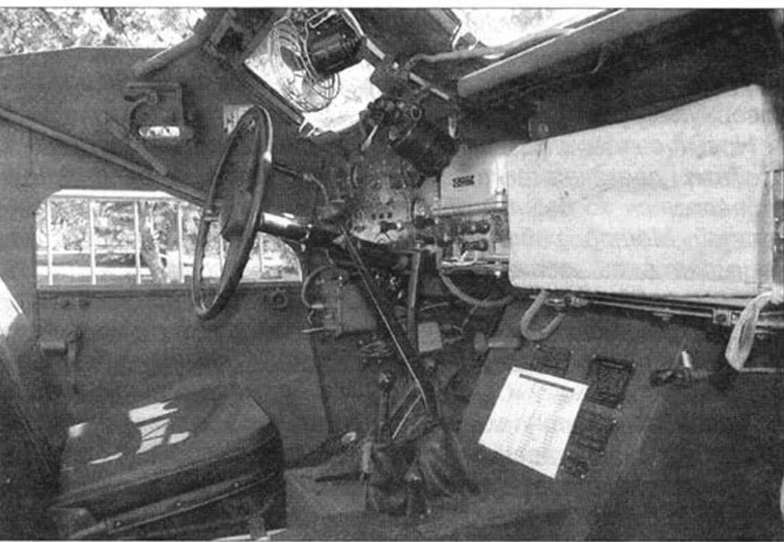 БТР-40 создан на шасси грузовика ГАЗ-63А. Фото дает представление об интерьере броневика