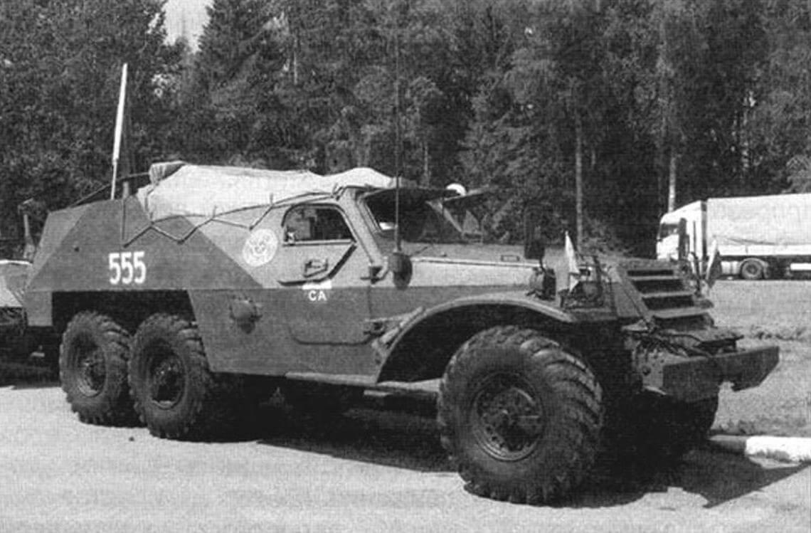 БТР-152 - это бронекорпус, поставленный на шасси трехосника ЗИЛ-157