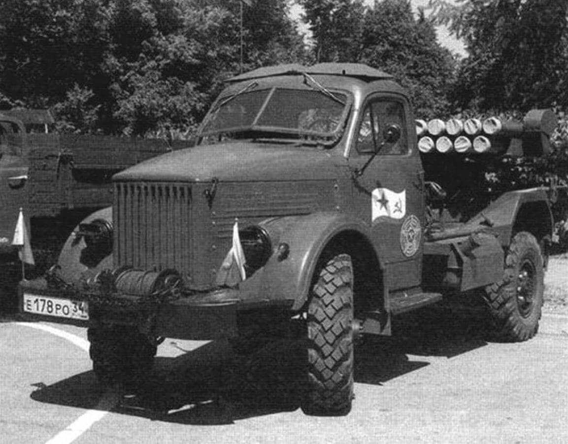ГАЗ-63А служили и базой для создания реактивных систем залповою огня БМ-14-17. В данном случае установлен муляж пусковой установки