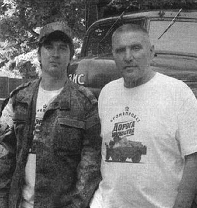 Дмитрий Рубцов и Виктор Девяткин бронетехники не имеют - они отправились в пробег на ретро-грузовиках
