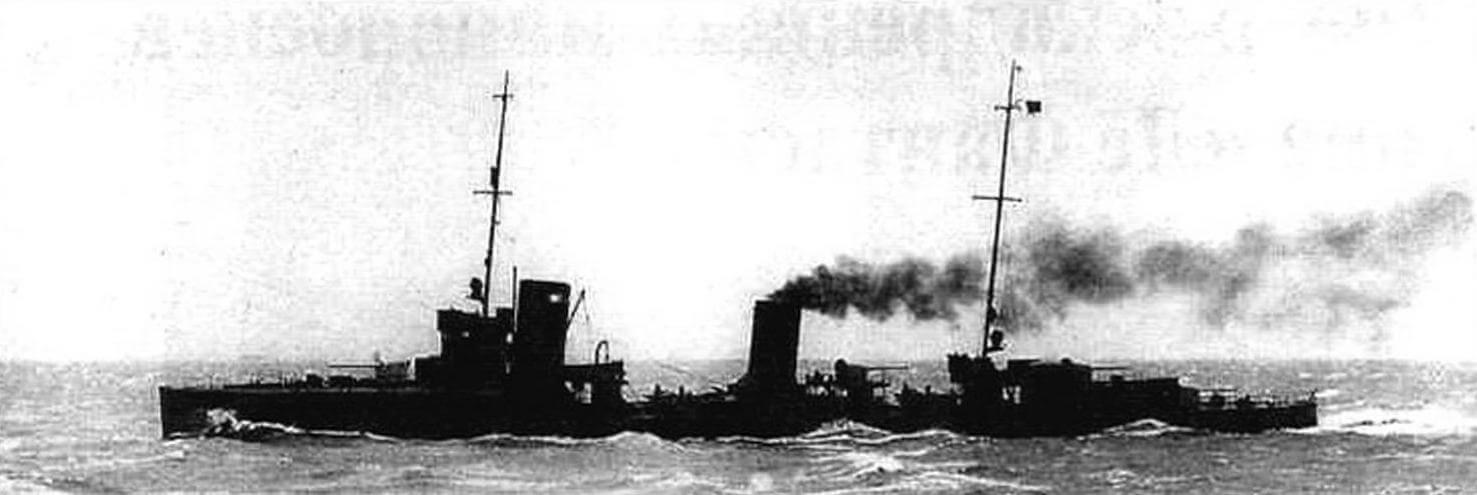 Эсминец S-113, полученный Францией при разделе германскою флота и носивший у новых хозяев название «Амираль Сенэ». На французских моряков корабль произвел сильное впечатление и послужил «отправной точкой» при проектировании контрминоносцев