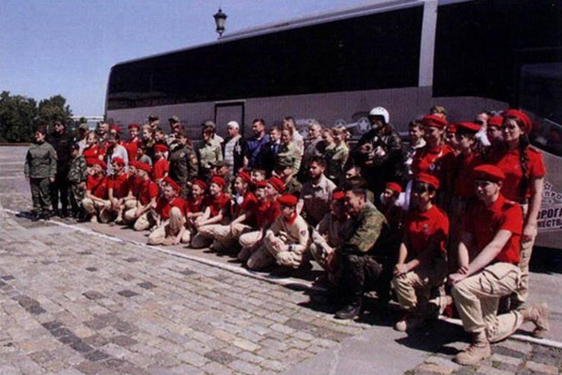 Старт бронепробега состоялся на Поклонной горе, в торжествах по этому случаю приняли участие «юнармейцы»...