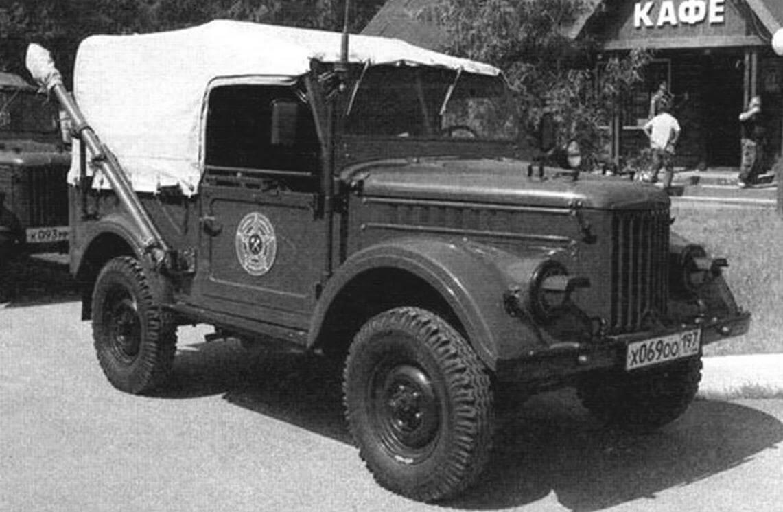 ГАЗ-69Э, автомобильная КВ-радиостаниия дивизионных радиосетей Р-104АМ «Кедр-АМ»