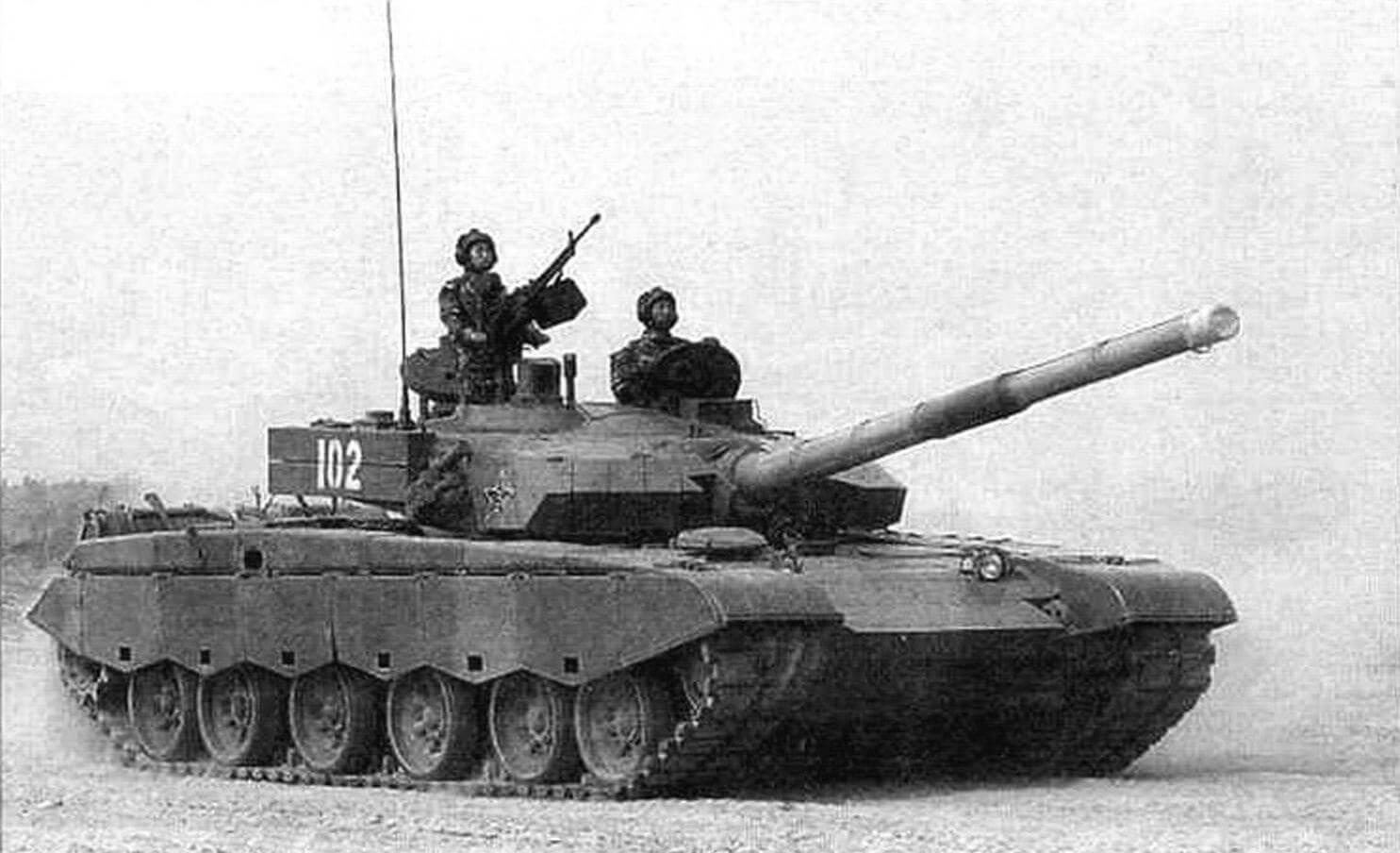 Тип 99 на марше