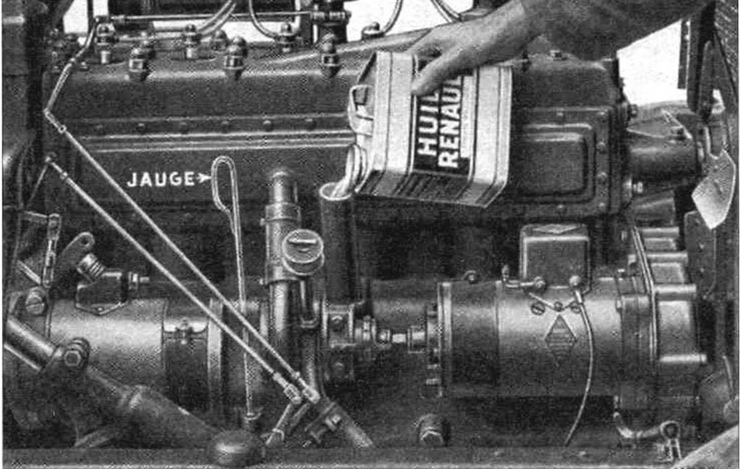 Руководство пользователя Renault Vivastella PG7 требует производить замену масла в двигателе через каждые 700 – 800 км, а после пробега 3000 км – через 2000 км. Проверка уровня масла каждые 200 – 300 км.
