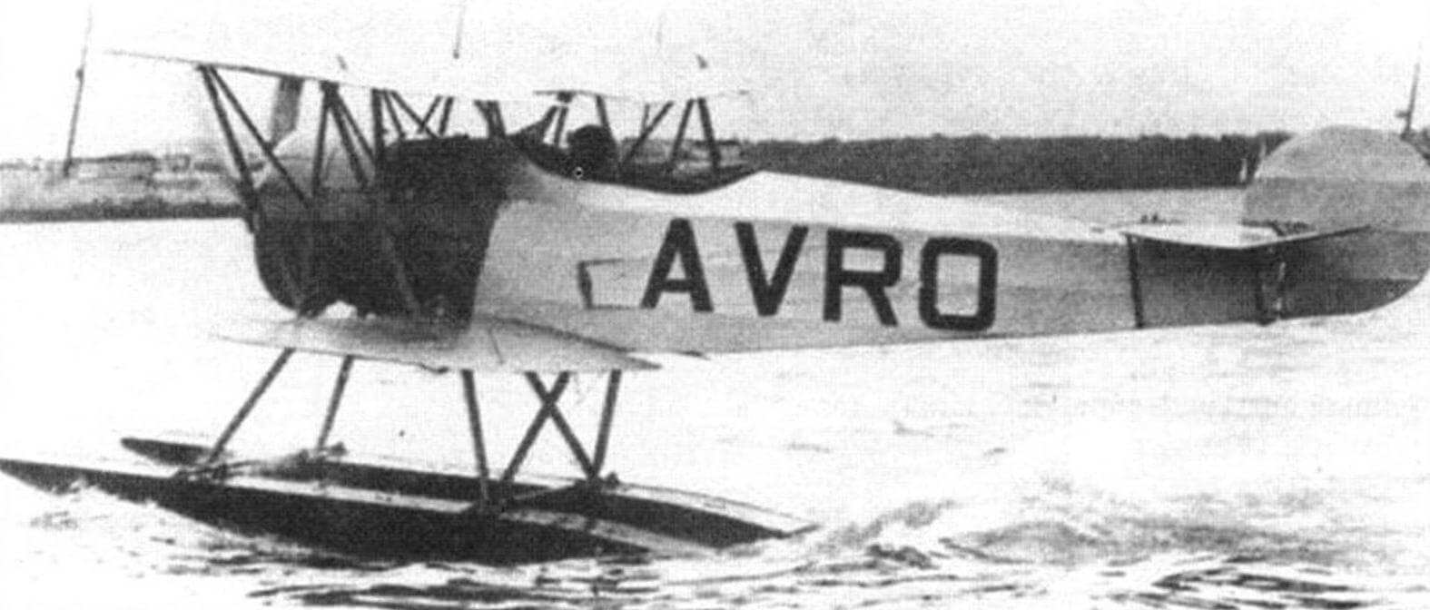 Поплавковый Авро 554 «Антарктик Бэби» во время испытаний в Саутгемптоне, 1921 год. В кабине - майор Кэрр