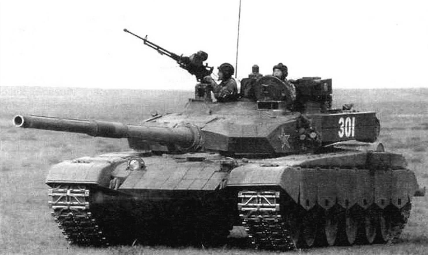 Танк Тип 99. Стрельба из пулемета по воздушной цели