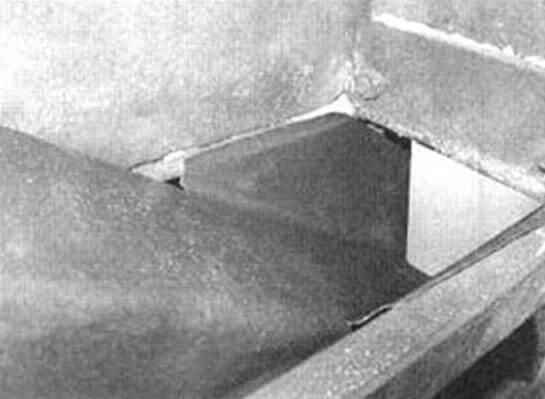 Установка лотка внутри станины