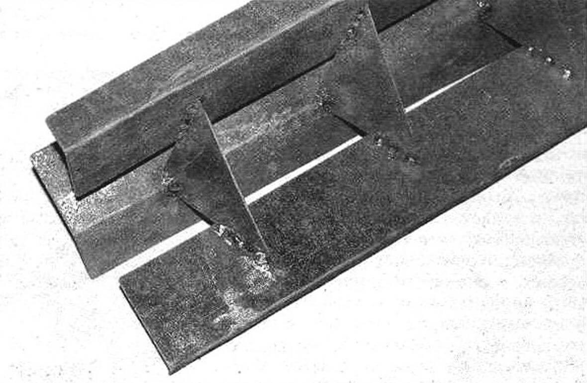 Капельник коптильни: 1 - лоток верхний; 2 - лотки нижние (2 шт.); 3 - ребра соединяющие (3 шт.)