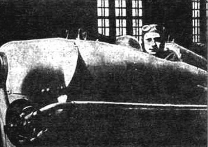 В.М. Зернов в кабине DH.53