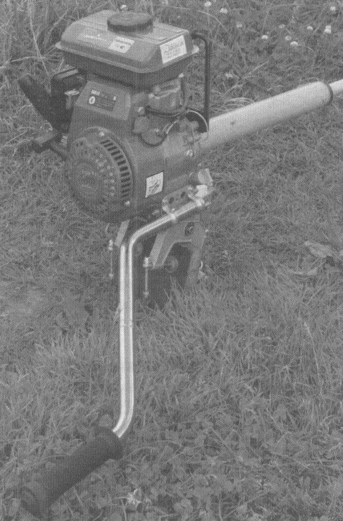 В качестве узла крепления штанги приводного вала к двигателю использована ножка стола диаметром 50 мм