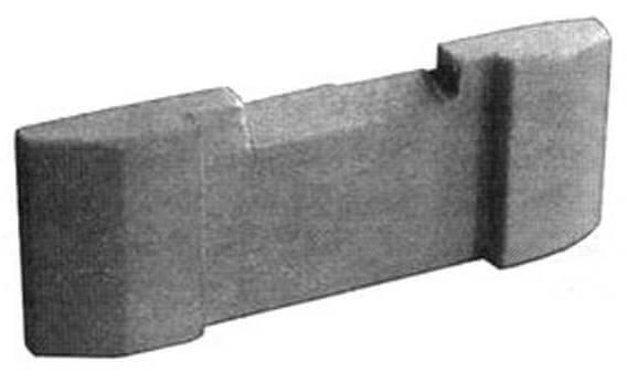 Самая «хитрая» деталь игрушки - финальная плашка с прорезью на боковой грани