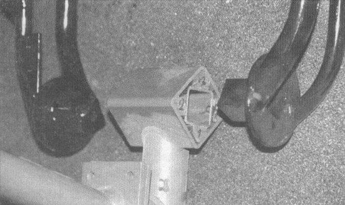 Наиболее интересная часть конструкции - торсионная подвеска, в качестве упругих элементов которой используются полиуретановые вкладыши