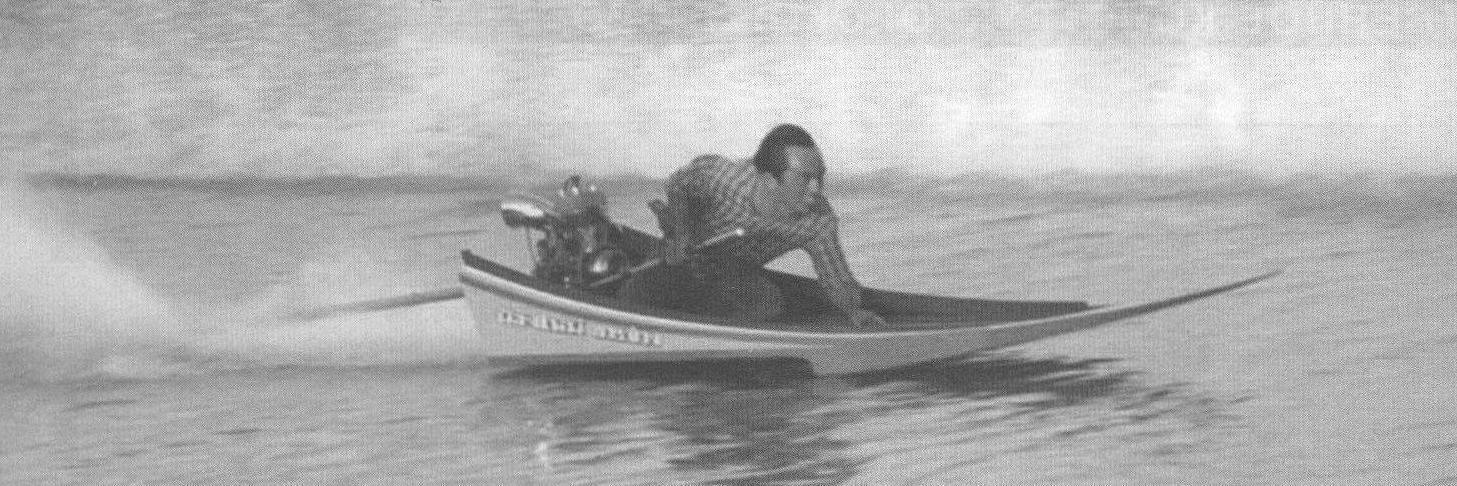 Легкий Long Tail на гонках. Лодка - типичный восточный сампан из нескольких дощечек, но с поперечным реданом. Вес ПМ около 10 кг, это одноцилиндровый моторчик от мотоцикла. Скорость около 100 км/ч!