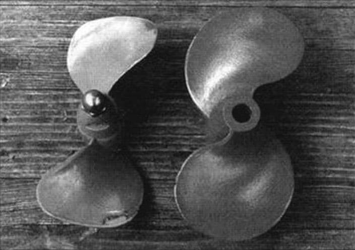 Подбор винтов. Слева - проточенный винт «Москвы-10», справа - родной винт «Стрелы-5»