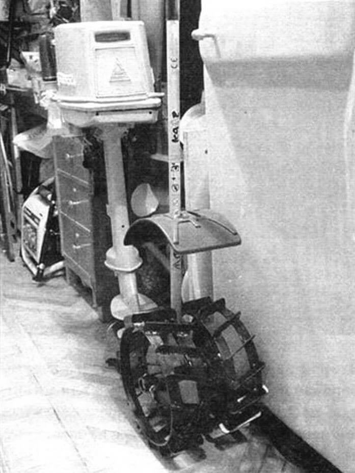Первый вариант гребных колес. Грунтозацепы колес от мотоблока предполагалось нарастить плицами. Отвергнут из-за большой массы!