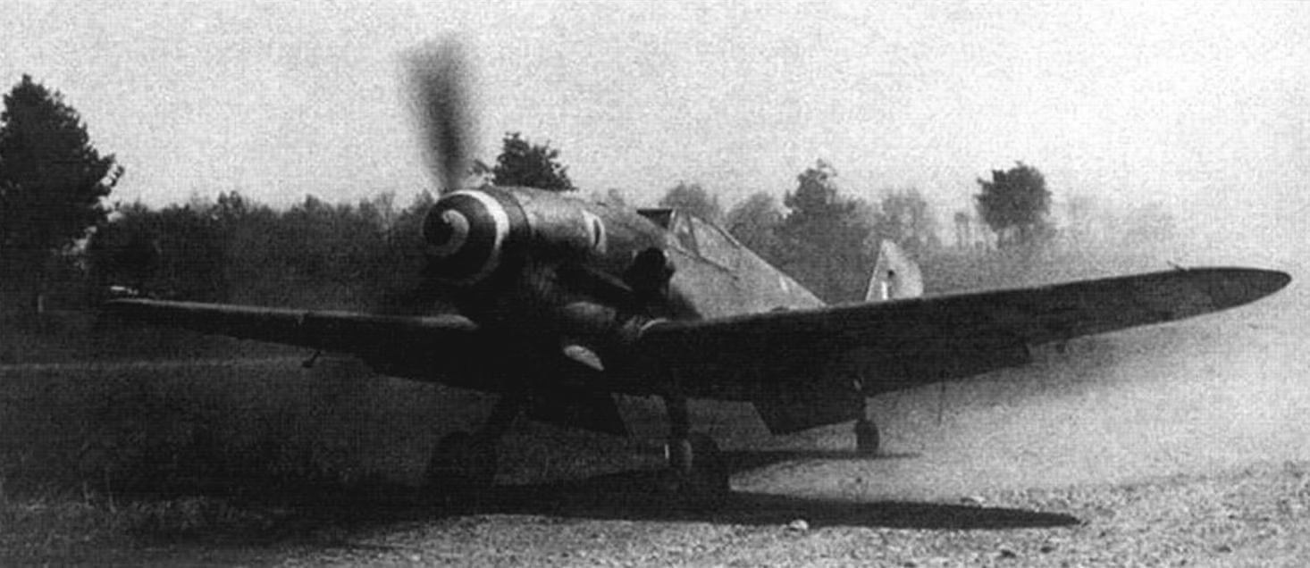 Bf 109G-6 на полевом аэродроме