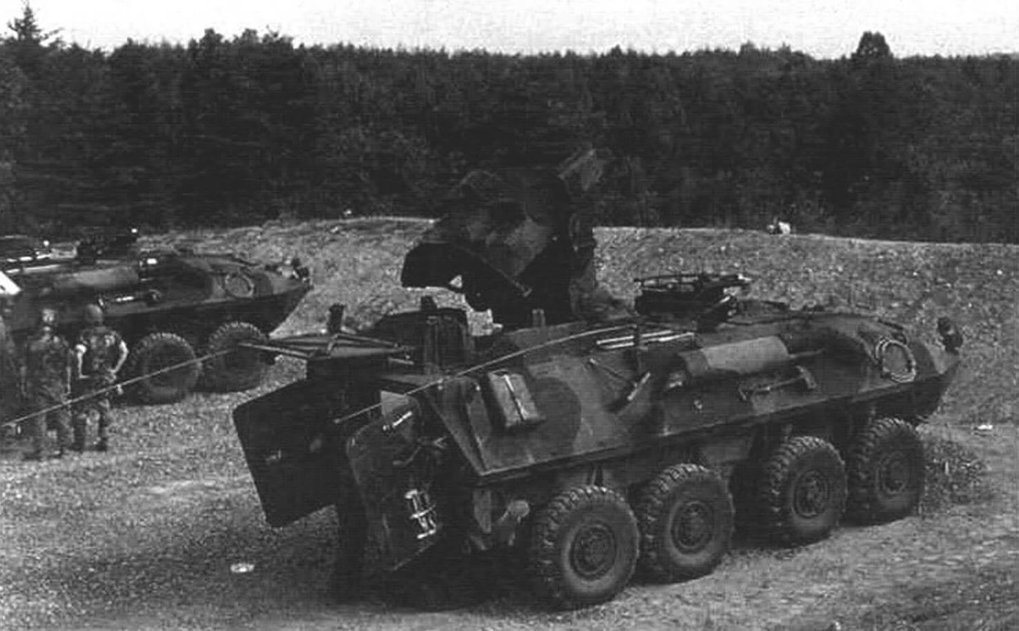 Боевая машина LAV-AT с ПТУР «Тоу»