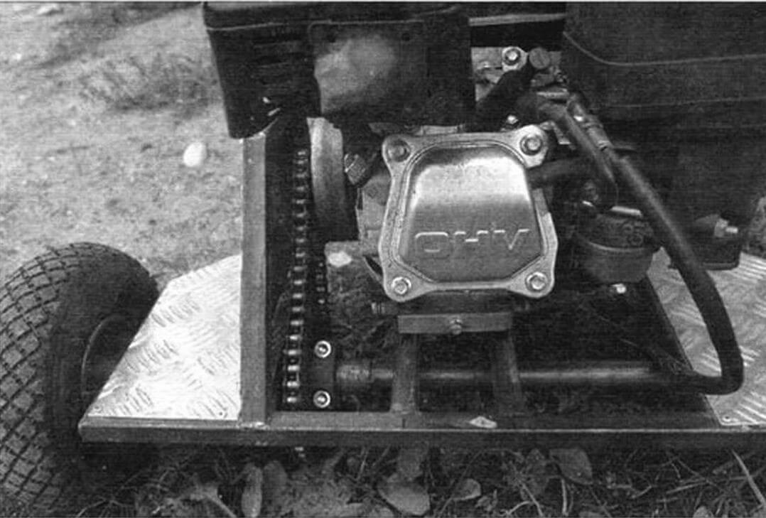 Передаточное число цепного привода от мотора к колесам равно 2,6; если делать мототележку для работы, то его хорошо бы увеличить