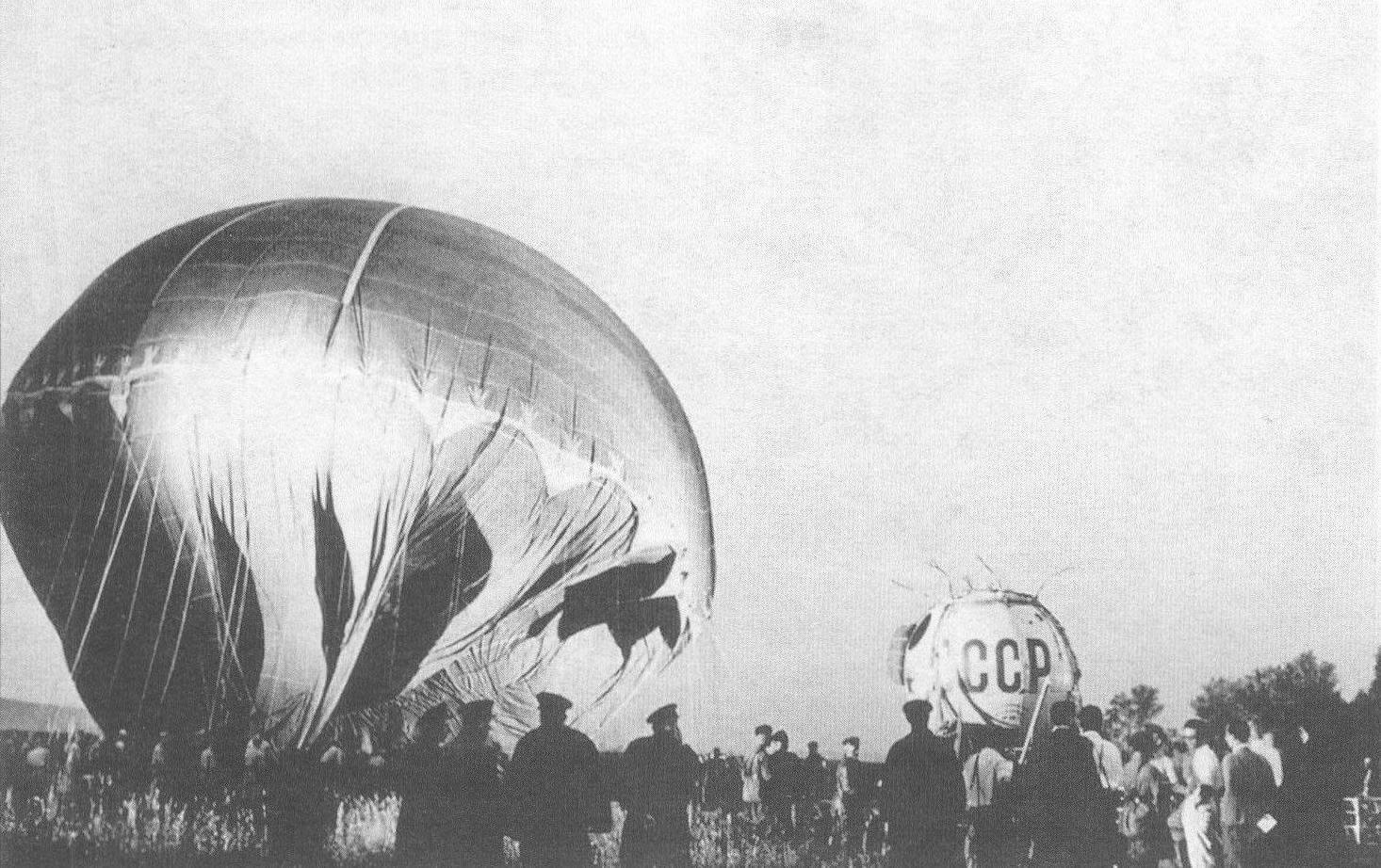 Наполнение водородом оболочки стратостата «СССР»