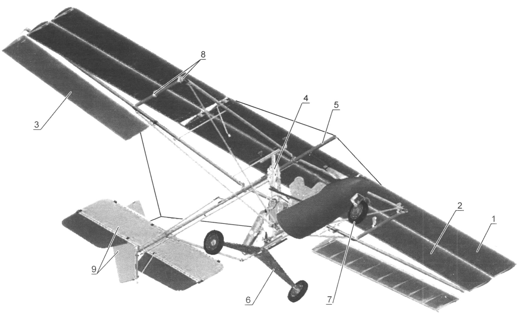 Махолет «Альбатрос АС-5мх»: 1 - переднее крыло; 2 - заднее крыло; 3 - элерон; 4 - механизм привода крыльев; 5 - килевая балка; 6 - основные опоры шасси; 1 - передняя стойка шасси; 8 - шарнирные узлы лонжеронов крыла; 9 - хвостовое оперение