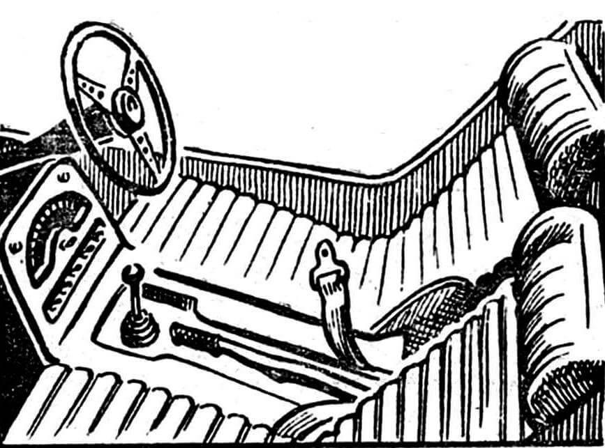 Низкие откинутые сиденья, маленькое рулевое колесо, компактно размещенные приборы — таковы основные особенности салона трицикла.