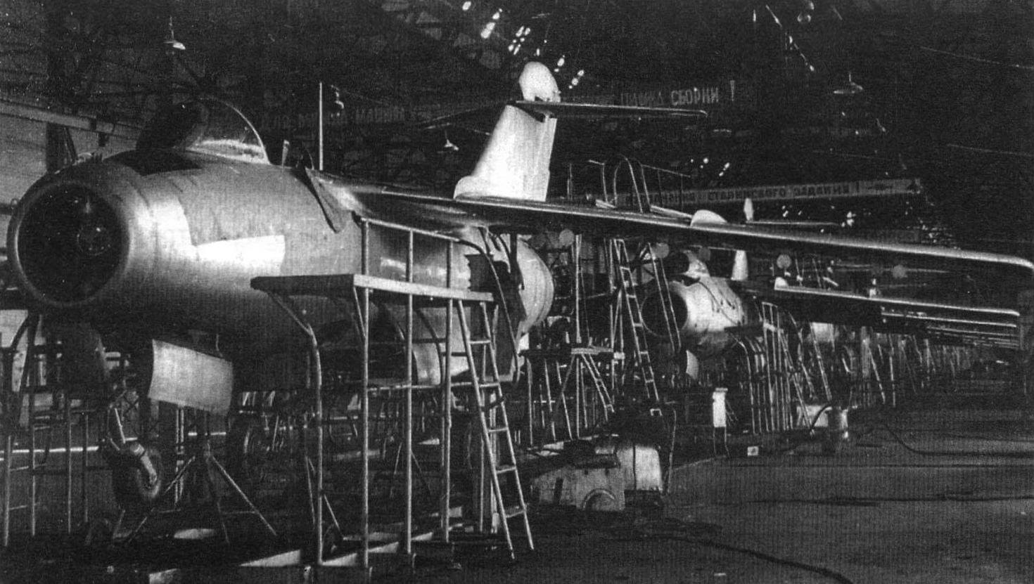 Сборка Ла-15 на заводе № 21