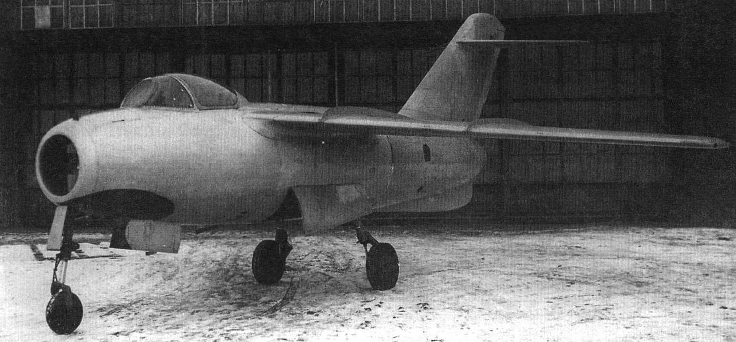 Первый серийный экземпляр Ла-15