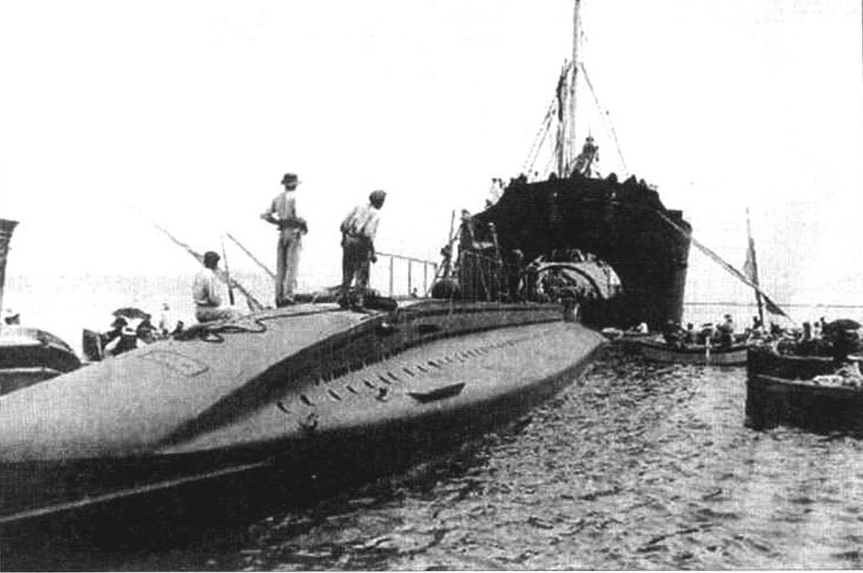 Подводная лодка «Ферре» (Перу, 1913 г.). Строилась во Франции на верфи «Шнейдер-Крезо» в Шалон-сюр-Сон. Тип конструкции - двухкорпусный. Водоизмещение подводное/надводное 300/400 тонн. Размеры: длина 33,5 м, ширина 4,80 м, осадка 3,70 м. Материал корпуса: сталь. Глубина погружения - до 30 м. Двигатель: два дизеля + два электромотора, скорость надводная/подводная 13/8 уз. Вооружение: четыре 450-мм торпедных аппарата в носу, шесть торпед). Экипаж: 21 человек. В 1912-1913 гг. построено две единицы: «Ферре» и «Паласиос». Обе исключены из списков в 1919 г.