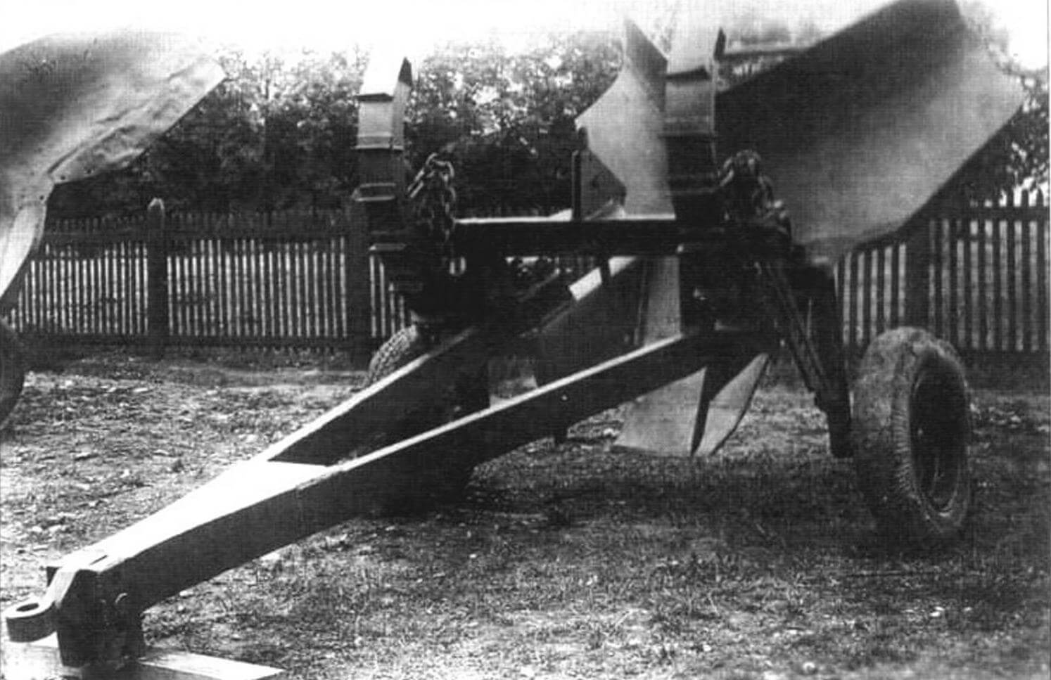 Прицепной плужный траншеекопатель ПЛТ-60
