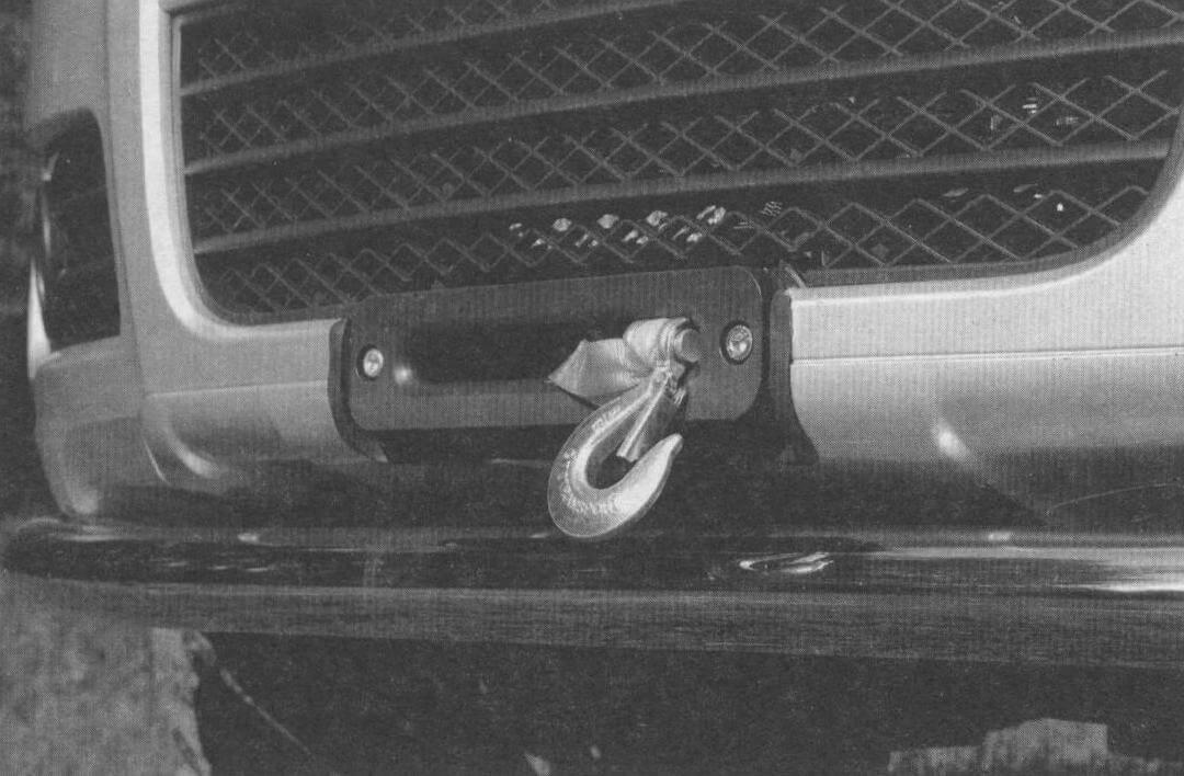Лебедка - обязательный аксессуар любого «проходимца». В данном случае реализована скрытая установка