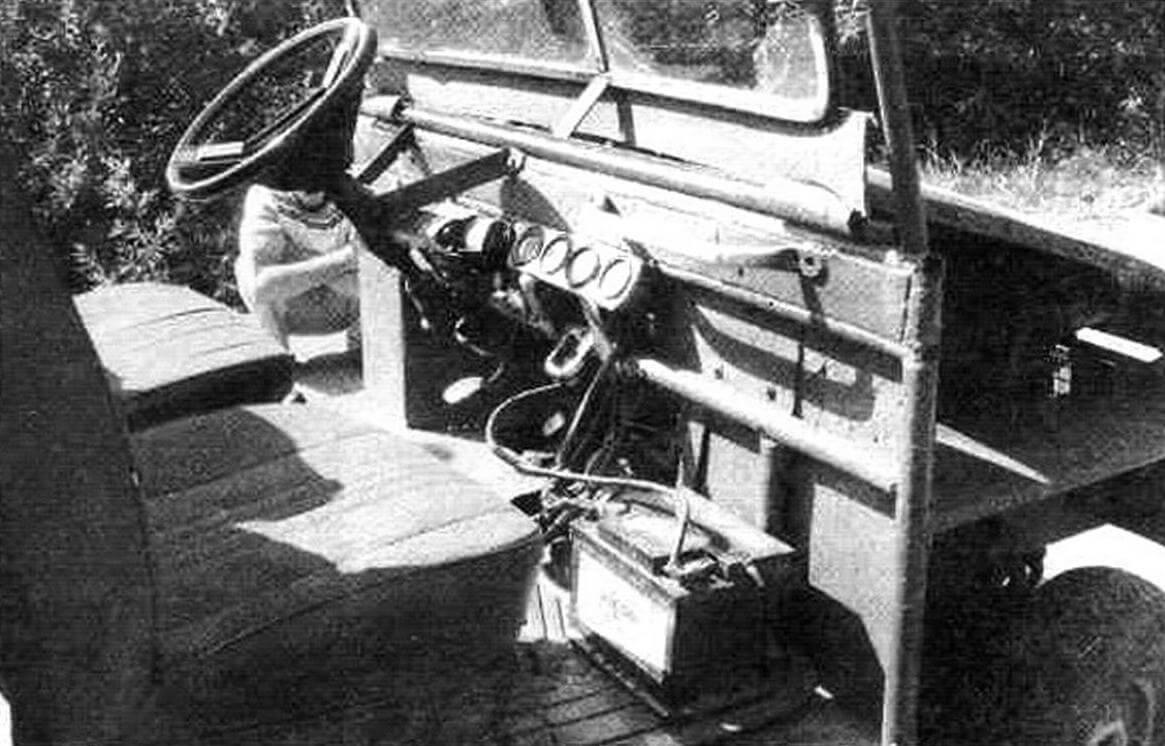 Аккумуляторная батарея «временно» размещена в ногах пассажира