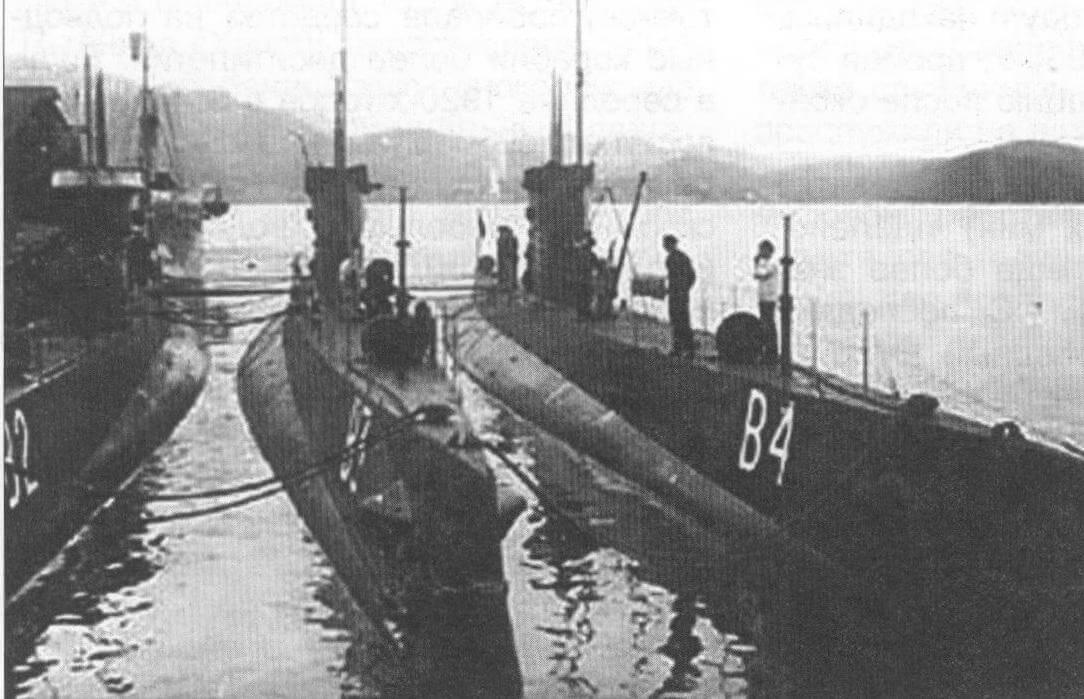 Подводная лодка «В-4» (Норвегия, 1924 г.): Строилась на верфи ВМС в Хортене. Тип конструкции - однокорпусный. Водоизмещение стандартное/подводное 420/545 т. Размеры: длина 57 м, ширина 5,33 м, осадка 3,50 м. Глубина погружения - до 50 м. Двигатель: два дизеля, мощностью 900 л.с. + два электромотора, мощностью 700 л.с., скорость надводная/подводная 14/11 уз. Вооружение: четыре 450-мм торпедных аппарата в носу, одно 75-мм зенитное орудие. Экипаж: 23 чел. В 1923 - 1930 гг. построено шесть единиц, «В-1» - «В-6». «В-2» - «В-4» погибли в войну, «В-5» и «В-6» захвачены Германией и получили обозначения «UС-1» и «UС-1», сданы немцами на слом в 1943 и 1944 гг. «В-1» воевала в составе флота союзников и сдана на слом в 1946 г.