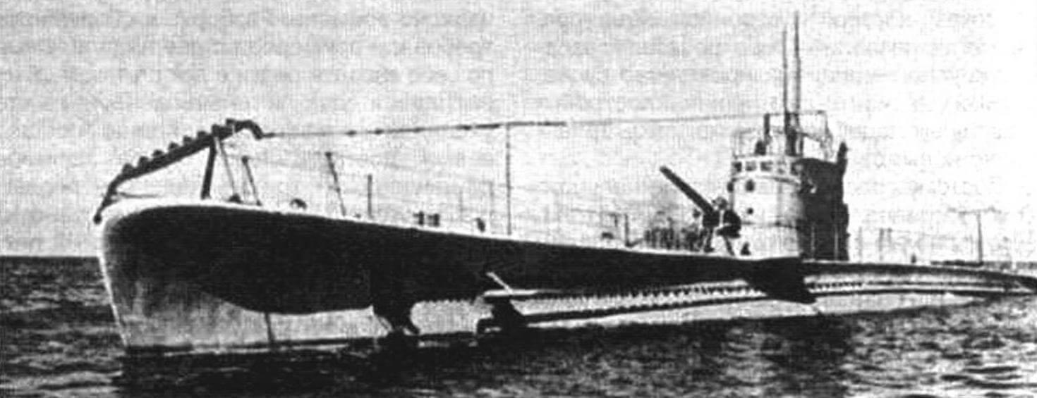 Подводная лодка «Тупи» (Бразилия, 1938 г.). Строилась в Италии на верфи фирмы «ОТО» в Муджиано. Тип конструкции - полуторакорпусный. Водоизмещение подводное/надводное 620/855 тонн. Размеры: длина 60,00 м, ширина 6,40 м. осадка 4,60 м. Материал корпуса: сталь. Глубина погружения - до 55 м. Двигатель: два дизеля мощностью 1350 л.с. + два электромотора мощностью 800 л.с., скорость хода надводная/подводная 14/7,5 уз. Вооружение: шесть 533-мм торпедных аппаратов (четыре в носу и два в корме, 12 торпед), одно 100-мм орудие, два 13,2-мм пулемета. Экипаж: 42 человека. В 1938 г. построены три единицы: «Тупи», «Тамойо» и «Тимбира». Все исключены из списков в 1960 г.