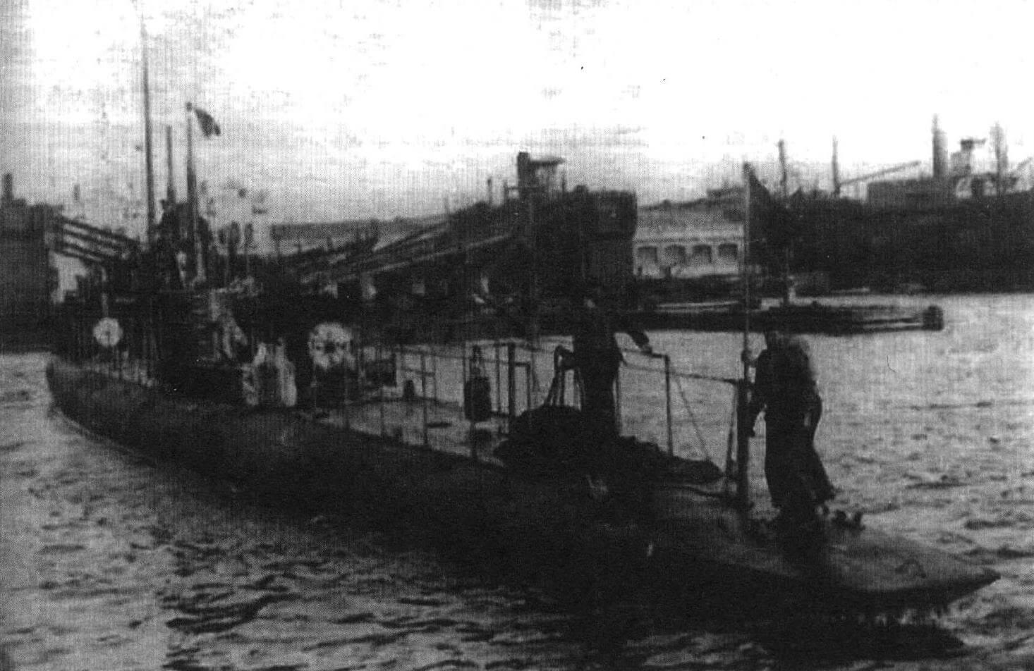 Подводная лодка «А-1» (Испания, 1917 г.) Строилась на верфи «ФИАТ - Сан-Джорджио» в Специи, Италия. Тип конструкции - однокорпусный. Водоизмещение надводное/подводное 260/320 т. Размеры: длина 46,63 м, ширина 4,22 м, осадка 3,40 м. Глубина погружения - до 45 м. Двигатель: два дизеля, мощность 700 л.с. + два электромотора, мощность 500 л.с., скорость надводная/подводная 12,5/8 уз. Вооружение: два 450-мм торпедных аппарата в носу (четыре торпеды), одно 75-мм орудие. Экипаж: 19 чел. В 1917 г. построены три единицы, «А-1» - «А-3». Все исключены из списков в 1930 - 1934 годах и сданы на слом.