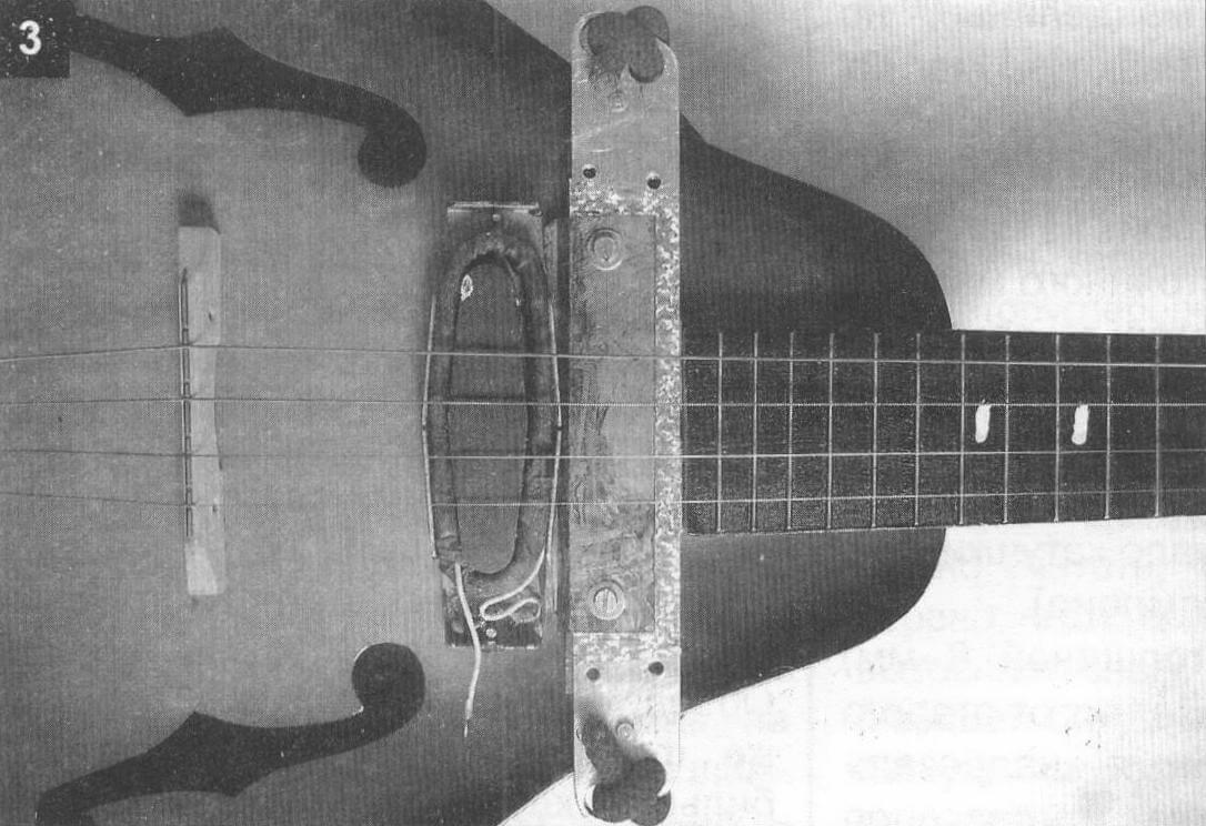 Звукосниматель со снятой крышкой от бас-гитары «Урал»