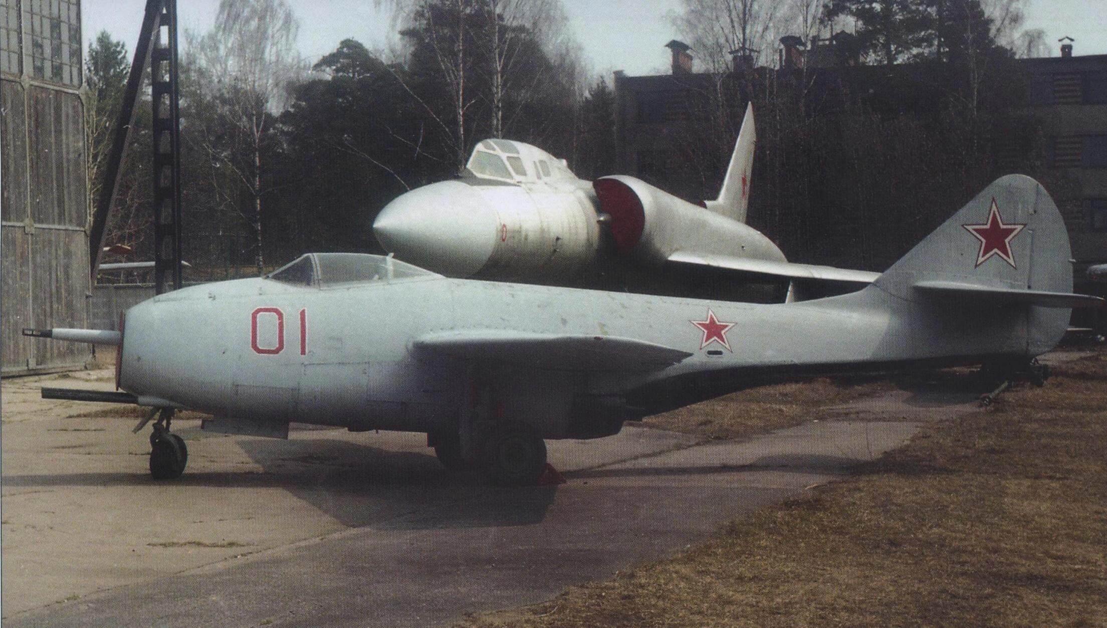 РЕАКТИВНЫЙ МиГ-9