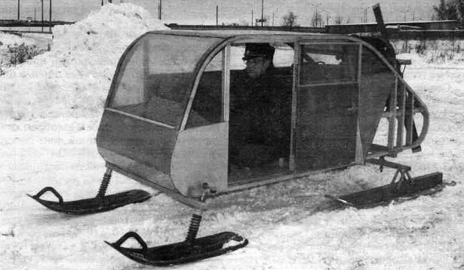 В основе корпуса закрытых аэросаней лежат две боковины из дюралюминиевого профиля 30x50 мм, снаружи обшивка из листов титана и алюминия. В качестве силовой установки использован двигатель воздушного охлаждения от старенького «Фольксвагена»
