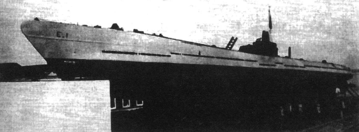 Подводная лодка «Е-1» (Испания, 1931 г.) Строилась на верфи фирмы в Картахене. Тип конструкции - полуторакорпусный. Водоизмещение надводное/подводное 755/970 т. Размеры: длина 72,38 м, ширина 6,20 м, осадка 3,48 м. Глубина погружения - до 100 м. Двигатель: два дизеля, мощность 2800 л.с. + два электромотора, мощность 1000 л.с., скорость надводная/подводная 20/9 уз. Вооружение: шесть 533-мм торпедных аппаратов (четыре в носу и две в корме, 12 торпед), одно 76-мм или 75-мм орудие. Экипаж: 52 чел. В 1934 г. продана Турции под именем «Гюр»