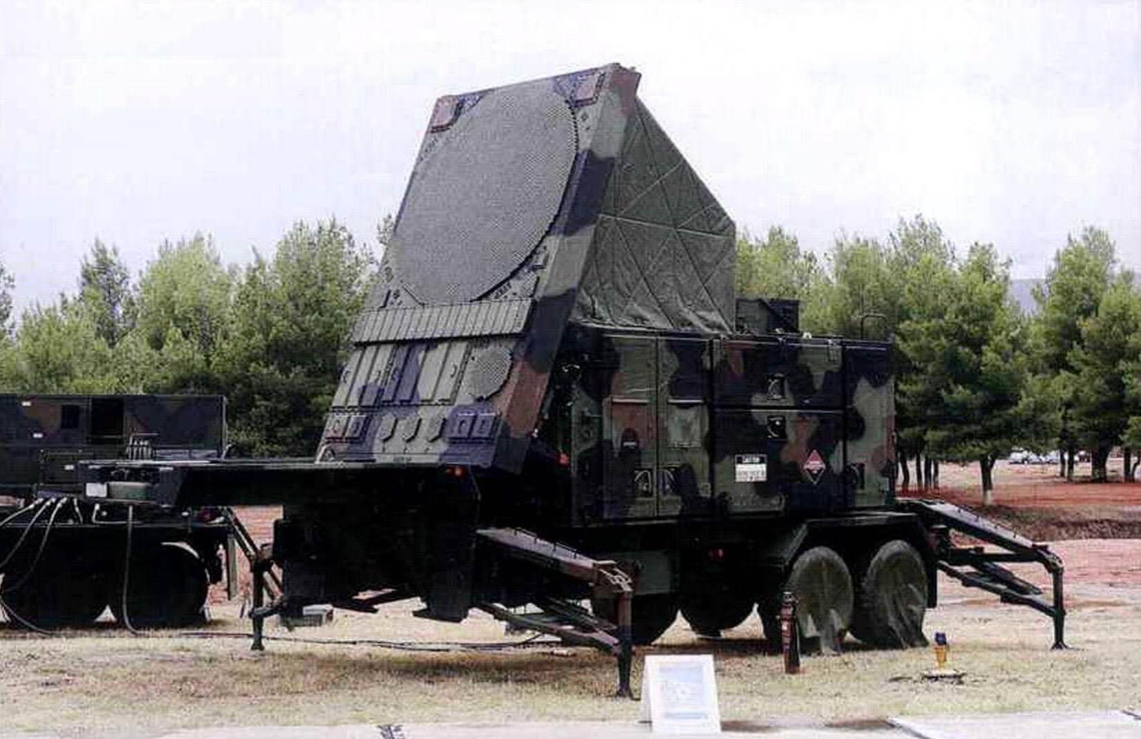 Радиолокационная станция AN/MPQ-53 - сердце комплекса «Пэтриот». Во время боевой работы антенна станции AN/MPQ-53 остается неподвижной и направлена в угрожаемую сторону.