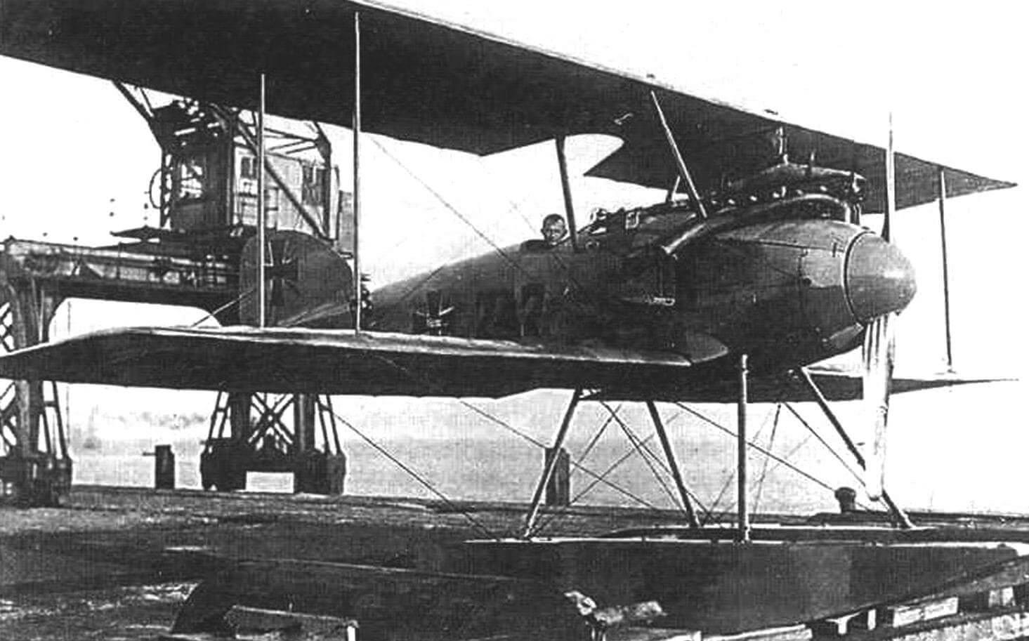 Оберлейтенант-цур-зее Фридрих Кристиансен в кабине № 747, Зеебрюгге, октябрь 1916 г.
