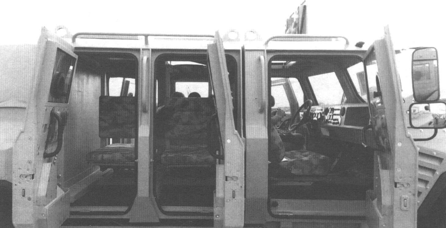 Места для пассажиров бронеавтомобиля «Буран»