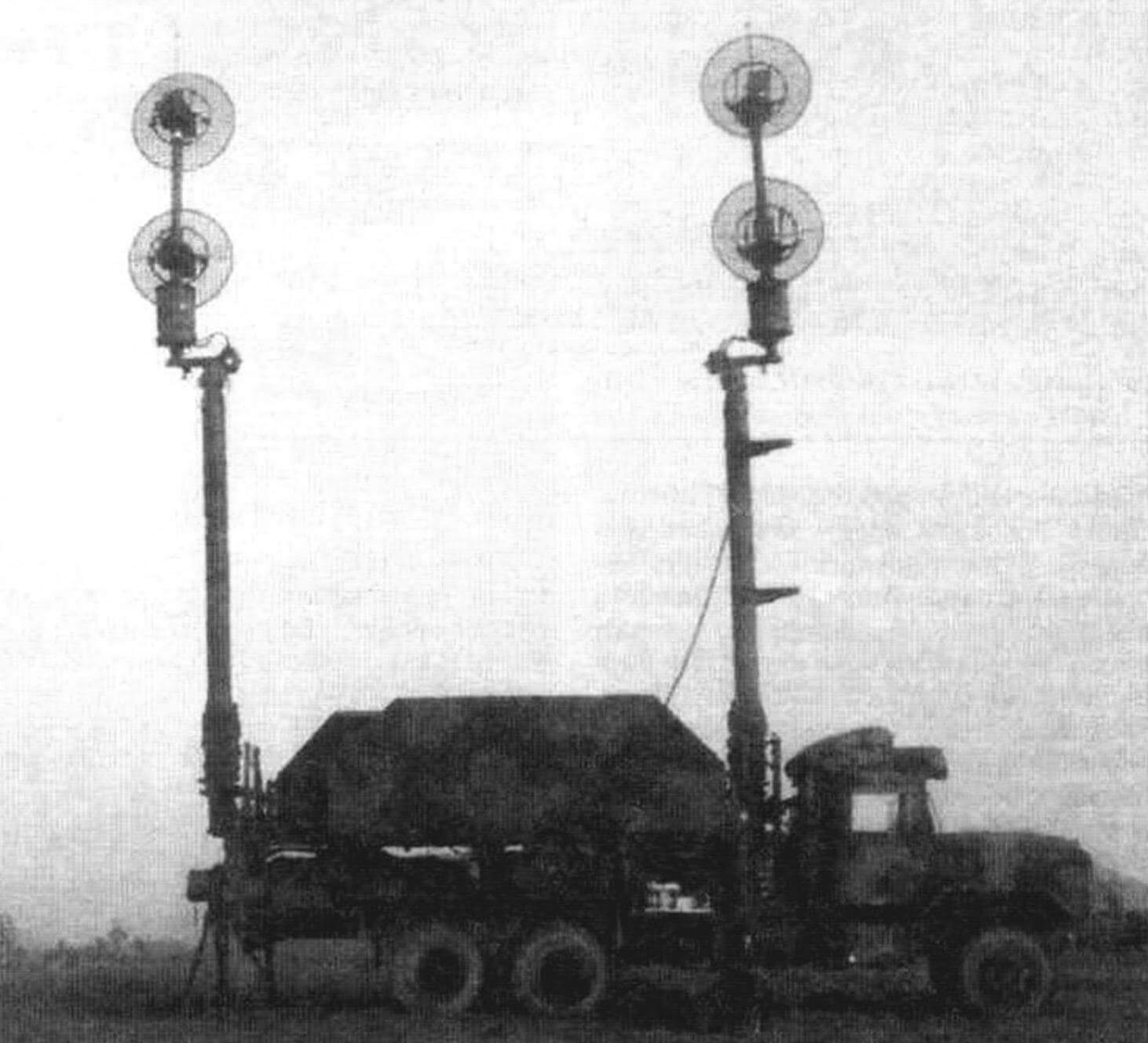Радиорелейная станция ОЕ-349. В зависимости от страны, где «Пэтриот» состоит на вооружении, его оборудование монтируется на разных типах автомобильных шасси