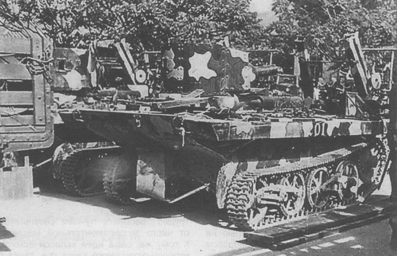Плавающий танк фирмы «Карден-Ллойд», послуживший образцом при разработке фирмой «Мицубиси» модели SR I. Фото китайской машины