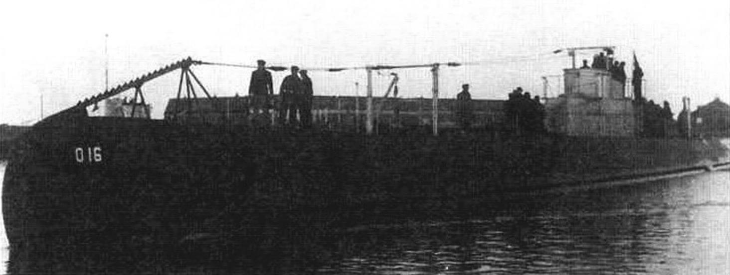 Подводная лодка «О-16» (Голландия, 1938 г.). Строилась на верфи «Де Шельде». Тип конструкции - полуторакорпусный. Водоизмещение надводное/подводное 895/1170 т. Размеры: длина 77,5 м, ширина 6,63 м, осадка 4,04 м. Глубина погружения - до 100 м. Двигатель: два дизеля, мощность 3200 л.с. + два электромотора, мощность 1000 л.с., скорость надводная/подводная 18/9 уз. Вооружение: восемь 533-мм торпедных аппаратов (четыре в носу, два в корме, два в поворотной установке на палубе, 14 торпед), одно 88-мм и два 40-мм зенитных орудия. Экипаж: 38 чел. Погибла на мине в декабре 1941 г.