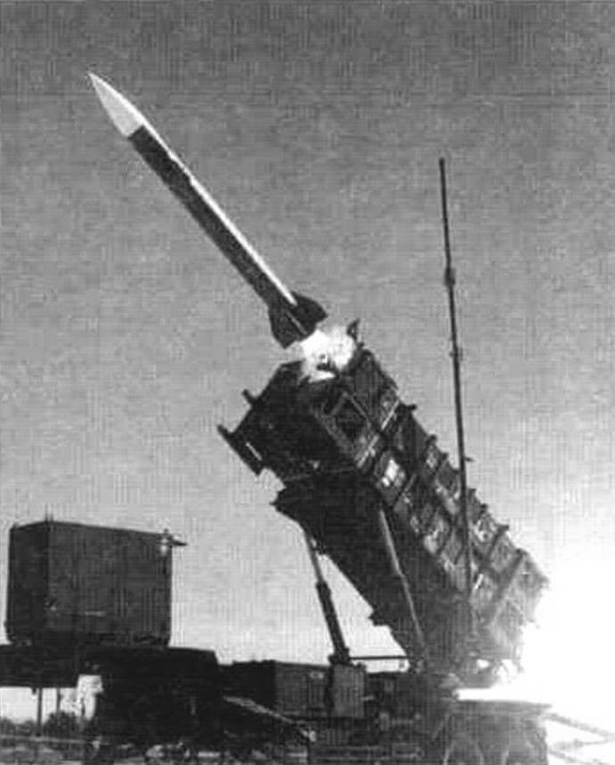 Пуск ракеты MIM-104A (РЛС-1), комплекса «Пэтриот», из пусковой установки М901