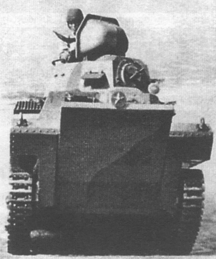 Плавающий танк фирмы «Ичикаджима» SR II. Командирская башенка откинута вперед