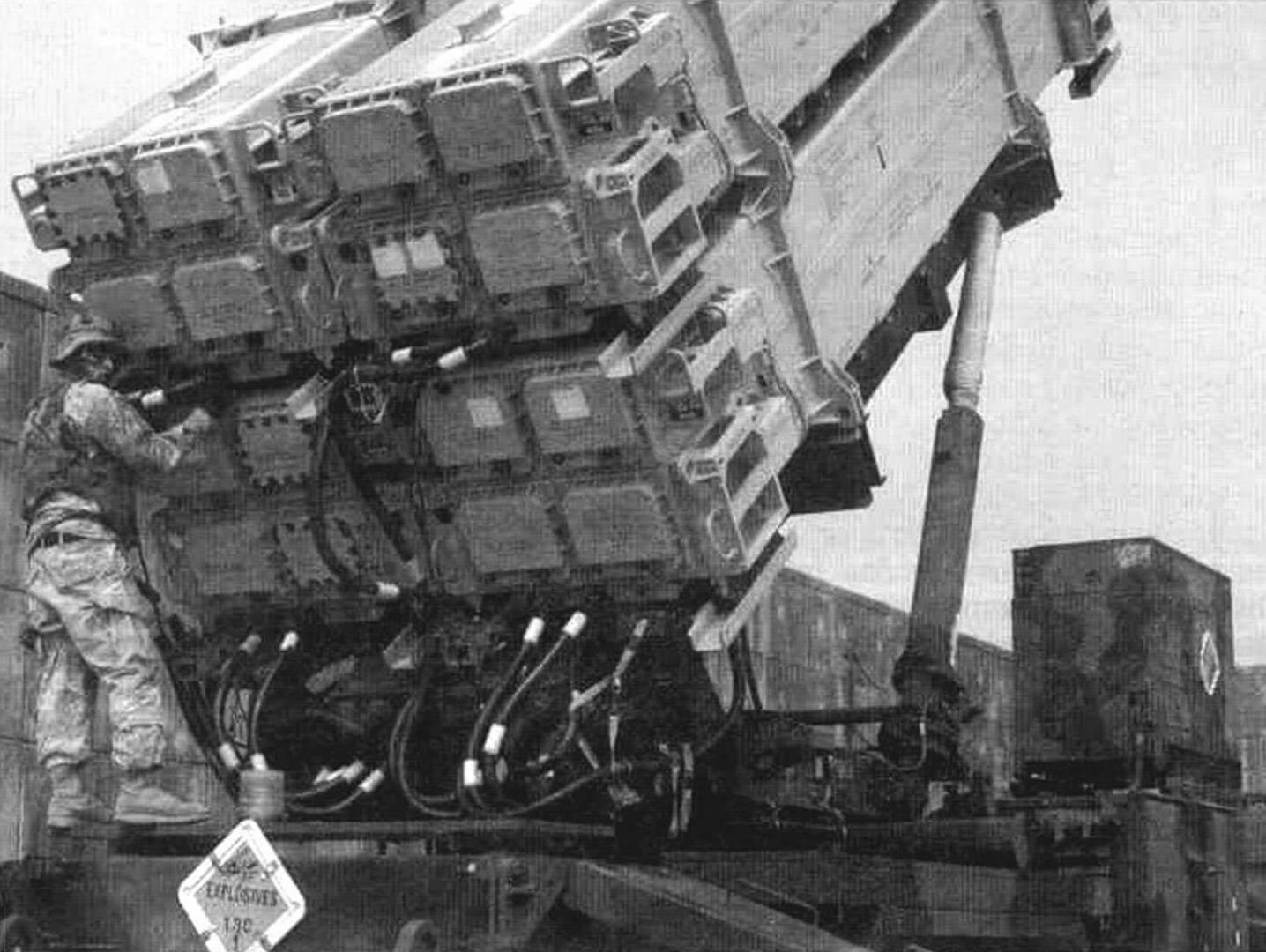 В каждом контейнере ПУ М901 размещаются четыре контейнера с ракетами MIM-104F (РЛС-3)