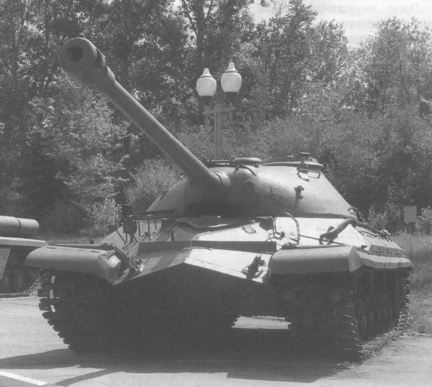 Танк Т-10 в экспозиции Парка победы г. Саратова