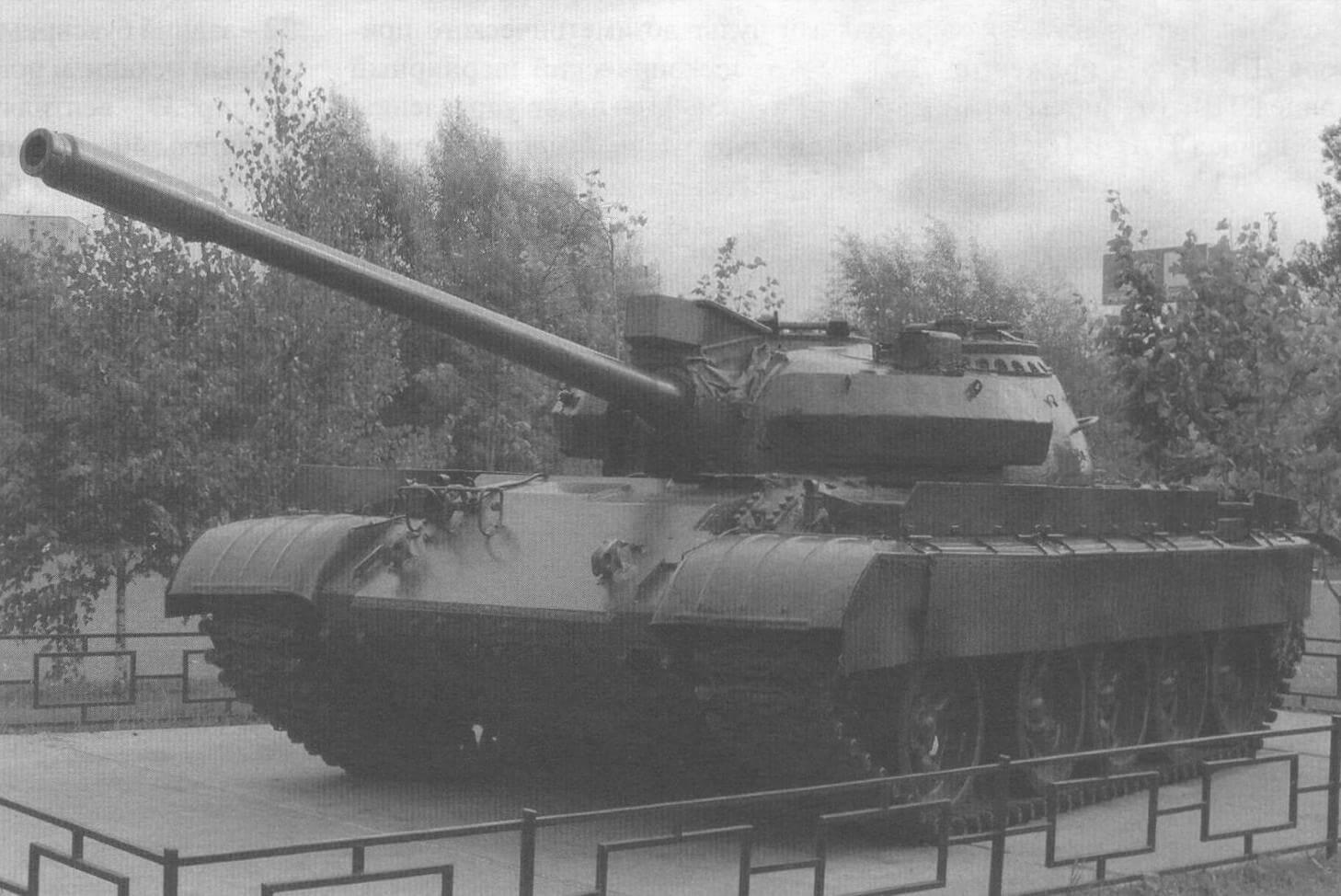 Дополнительное бронирование получил не только танк Т-62, но и его предшественник Т-55